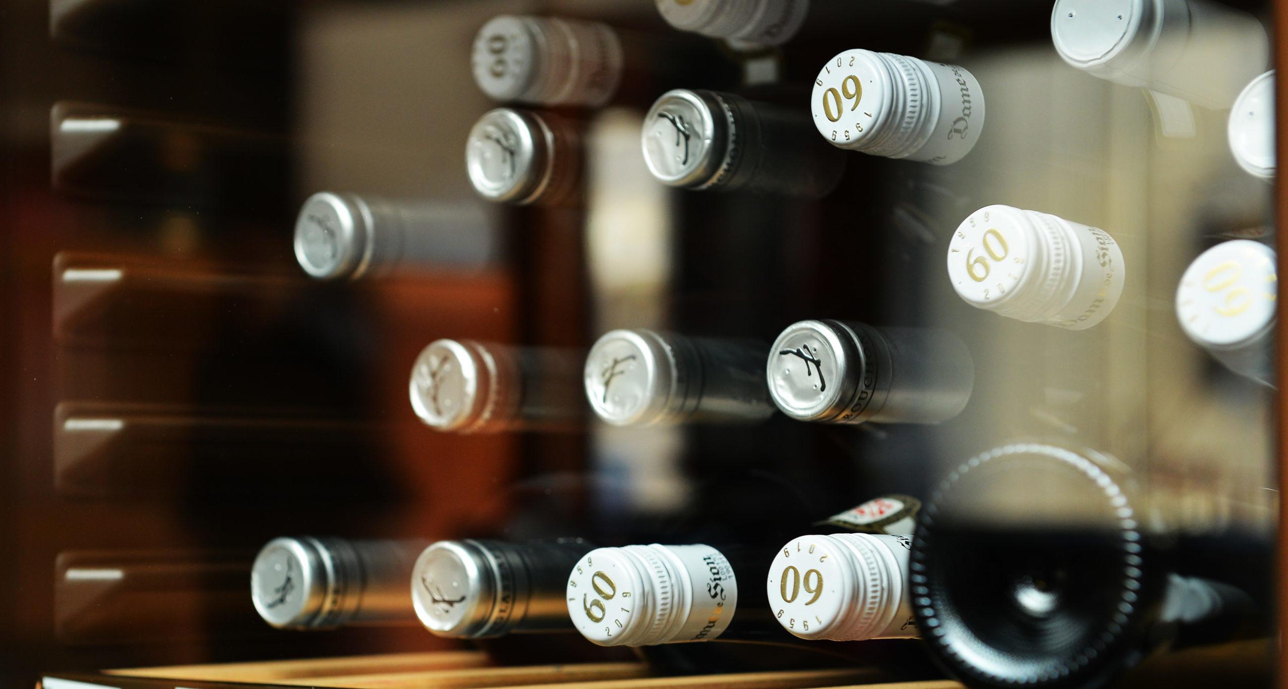 Cave à vins photo bouteilles